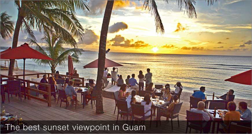グアムを代表するビーチフロントの極上ビーチバーはローカルにも人気のナイトスポット