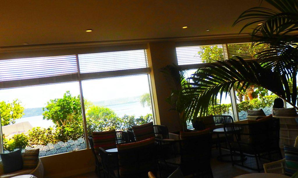 ビュー、インテリア、メニューともにマル。癒されて長居できるホテルならではの大人のカフェです。