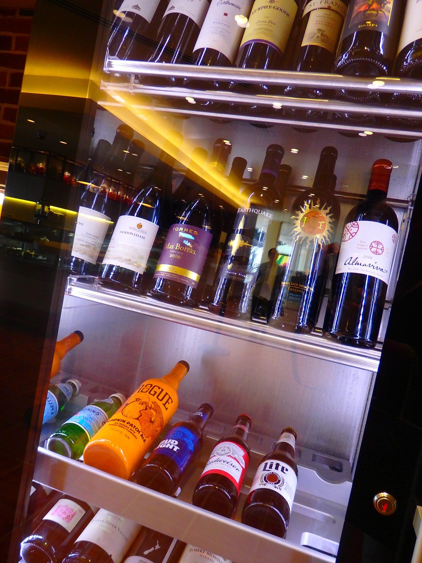 夕暮れには美味しいワインをいただきながら、サンセットを眺めることもできます。まさにヴァカンスの優雅な気分が堪能できます。