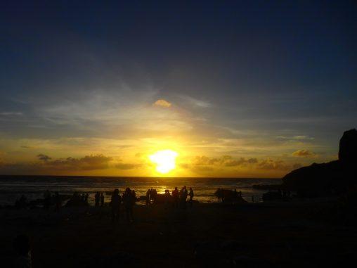 グアムの日の出スポットは東海岸に幾つかありますが、タモン地区から約30分のパゴ湾はオススメのポイントです。